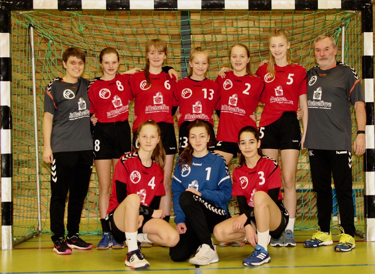 Das Handball-Team der weiblichen C-Jugend in den neuen Trikots. (Foto: privat)